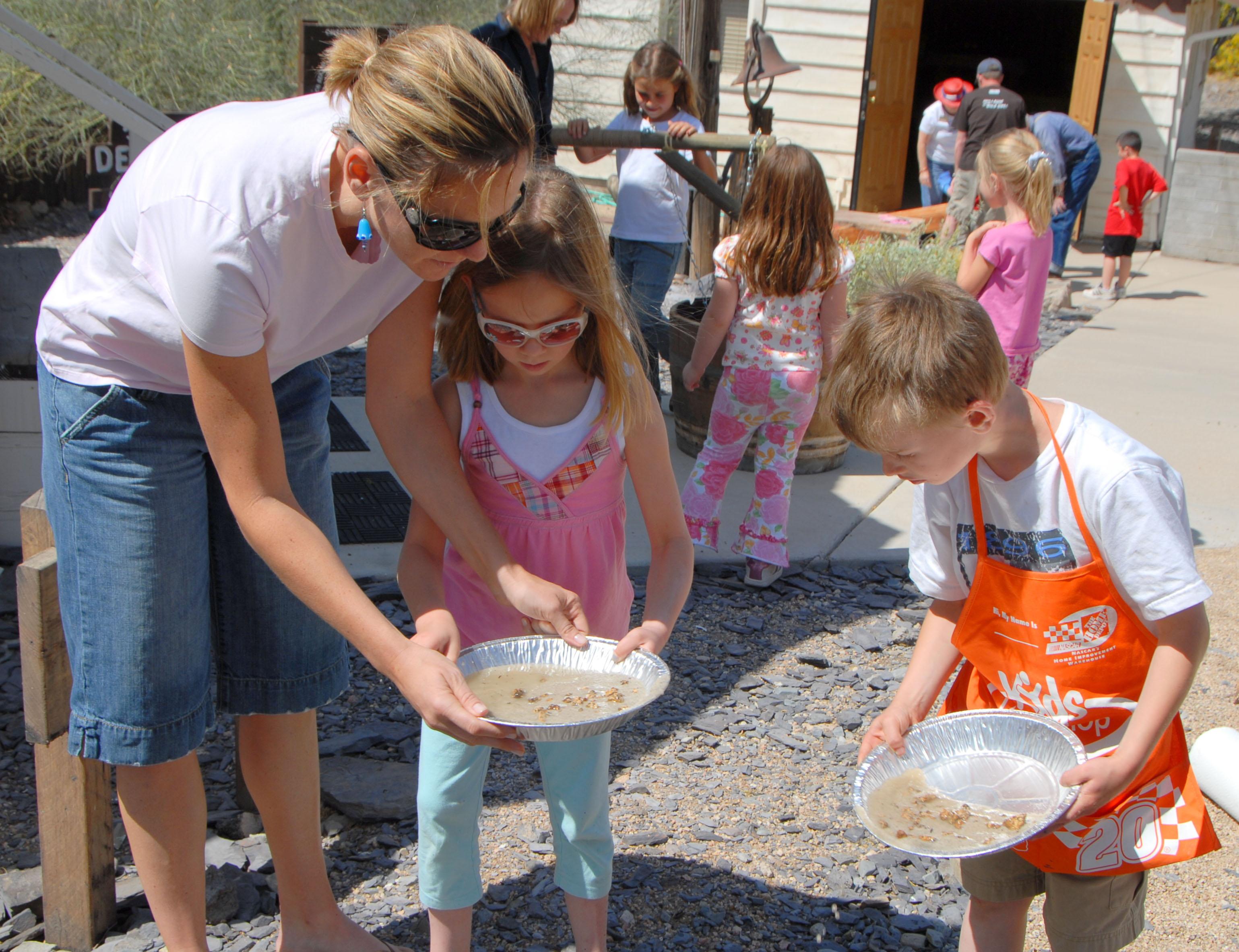 childrens-mining-program-panning-for-gold